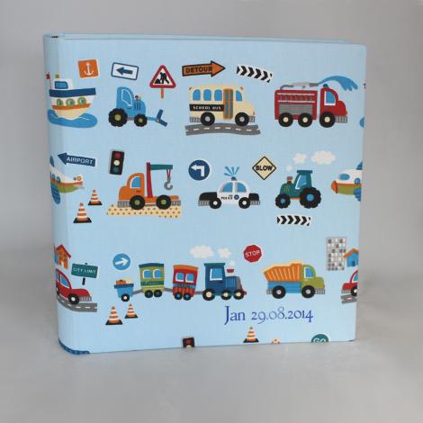 """Kinder """"Fotoalbum Fahrzeuge"""" – Kinderalbum im Stoffeinband mit bunten Fahrzeugmotiven wie Auto, Bagger und Lkw"""