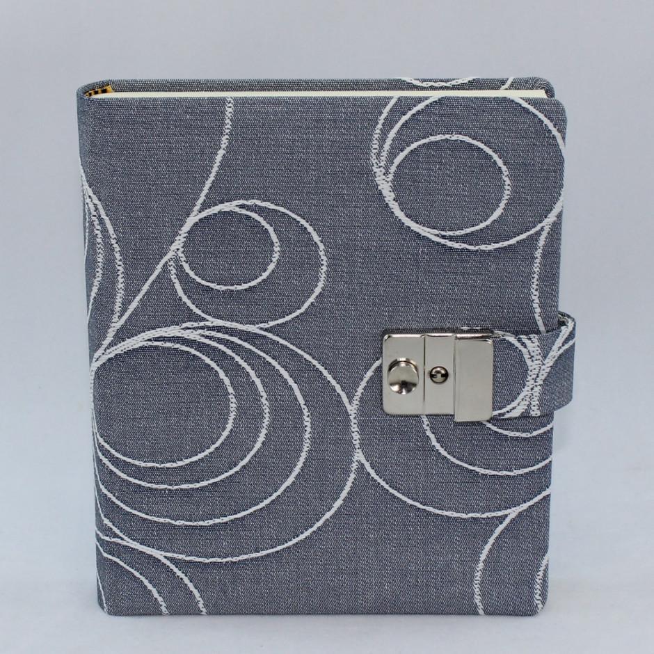 Tagebuch mit bestem Einschreibpapier
