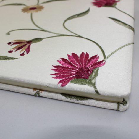Gästebuch Leanne mit gestickten Blumenmotiven