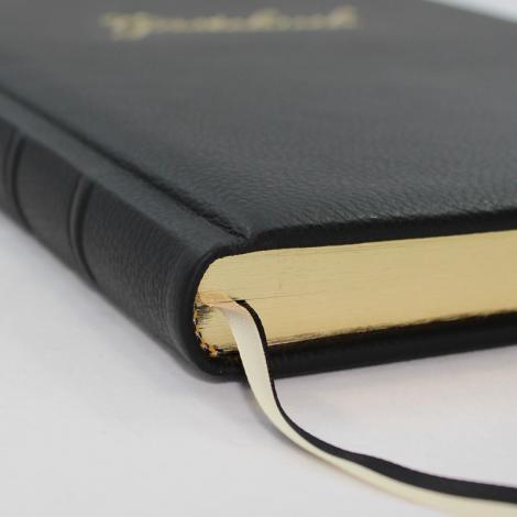 Gästebuch aus schwarzem Leder mit Goldschnittblock und Prägung
