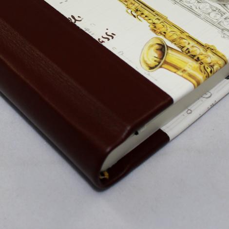 Notizbuch Instrumenti mit integriertem Stifthalter