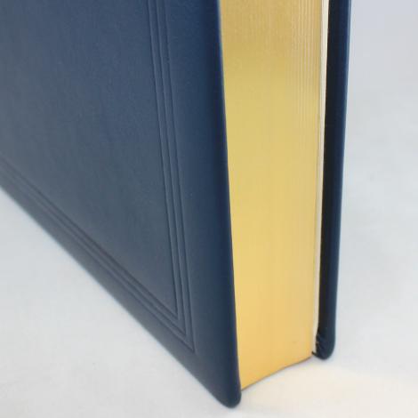Gästebuch dick aus blauem Leder mit Goldschnittblock und Prägung
