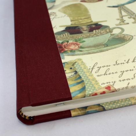 Gästebuch quer Alice mit weinrotem Buchbinderleinen