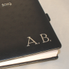 Kalender im Taschenformat in Straußenoptik mit Namensprägung in Silber