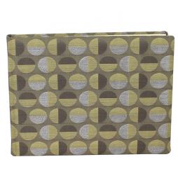 Gästebuch Swing quer in Grün – grünes Gästebuch im Stoffeinband aus Baumwolle mit kreisförmigem Webmuster