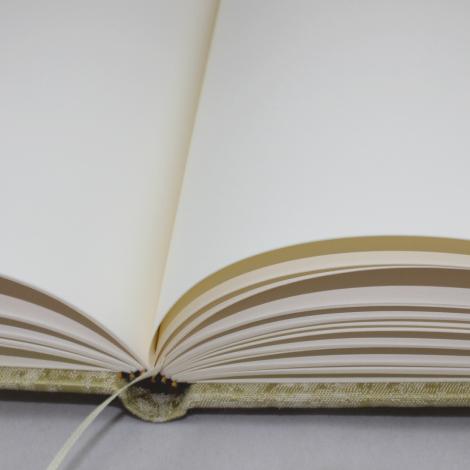 Gästebuch Anik hochkant in Grün