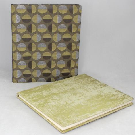 Gästebuch Anik hochkant in Grün – grün-silbergrau meliertes Gästebuch im Stoffeinband mit 144 blanko Seiten