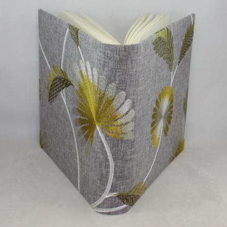 Fotoalbum Willow groß im Stoffeinband mit floraler Stickerei