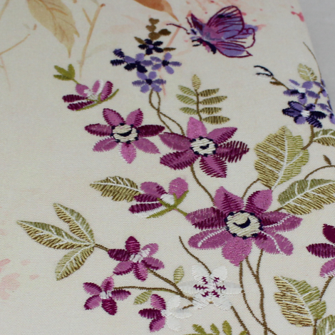 Gästebuch Milla im Hochformat mit gestickten Blumen – Blankobuch mit besticktem Stoffeinband und buntem Blumenmotiv