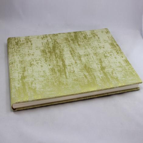 Gästebuch Anik quer in Grün – grün-silbergrau meliertes Gästebuch im Stoffeinband mit 144 blanko Seiten