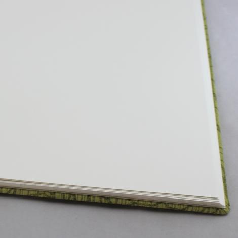 Foto-Gästebuch Hekla in Grün – Stoffeinband mit Rosenmuster – Fotoalbum und Gästebuch in einem