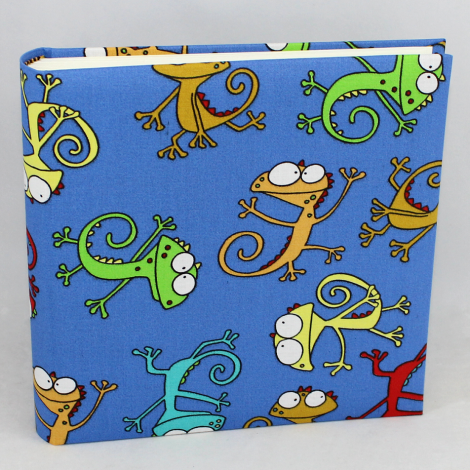 Fotoalbum Gecko Medium – im Stoffeinband mit bunten Geckos bedruckt