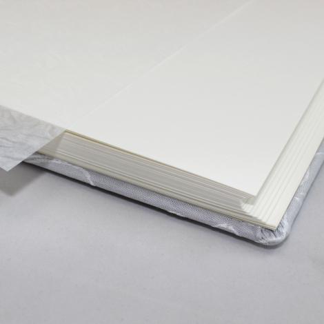 Fotoalbum Zara mittelgroß in Grau mit raffiniertem Webmuster in Blattform