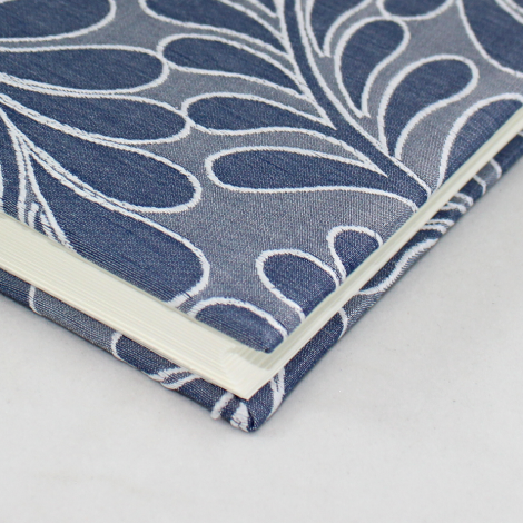 Fotoalbum Zara Blau im Querformat – Mini Fotoalbum in Blau mit raffiniertem Webmuster in Blattform