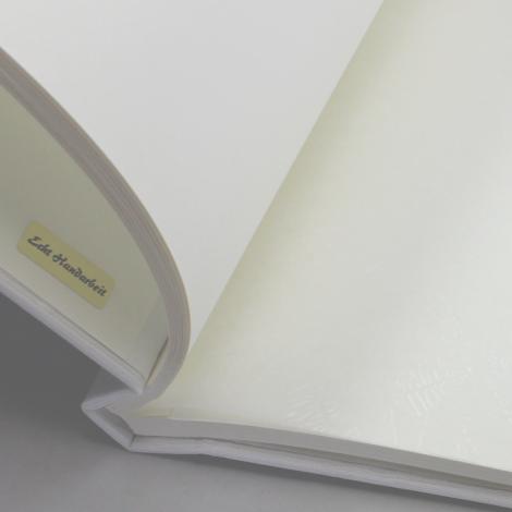 Fotoalbum mit Kordelbindung Genova in weiß mit chamoisfarbenem Fotokarton