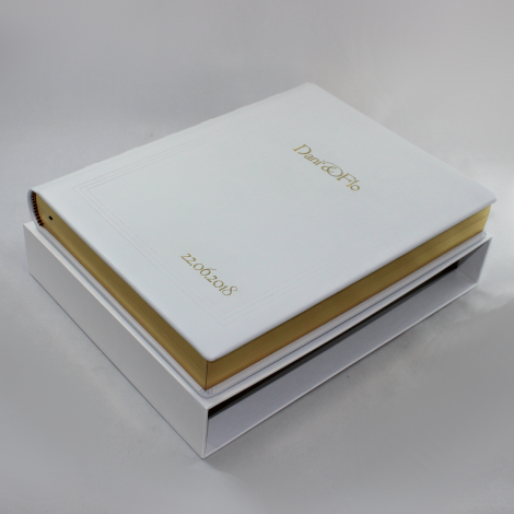 Gästebuch dick aus weißem Leder mit Goldschnittblock und individueller Prägung