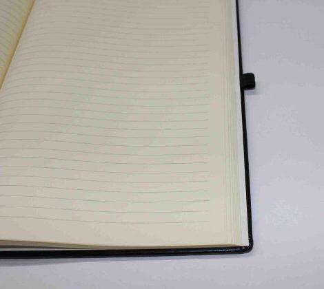 Notizbuch (liniert) mit Namensprägung in Schwarz